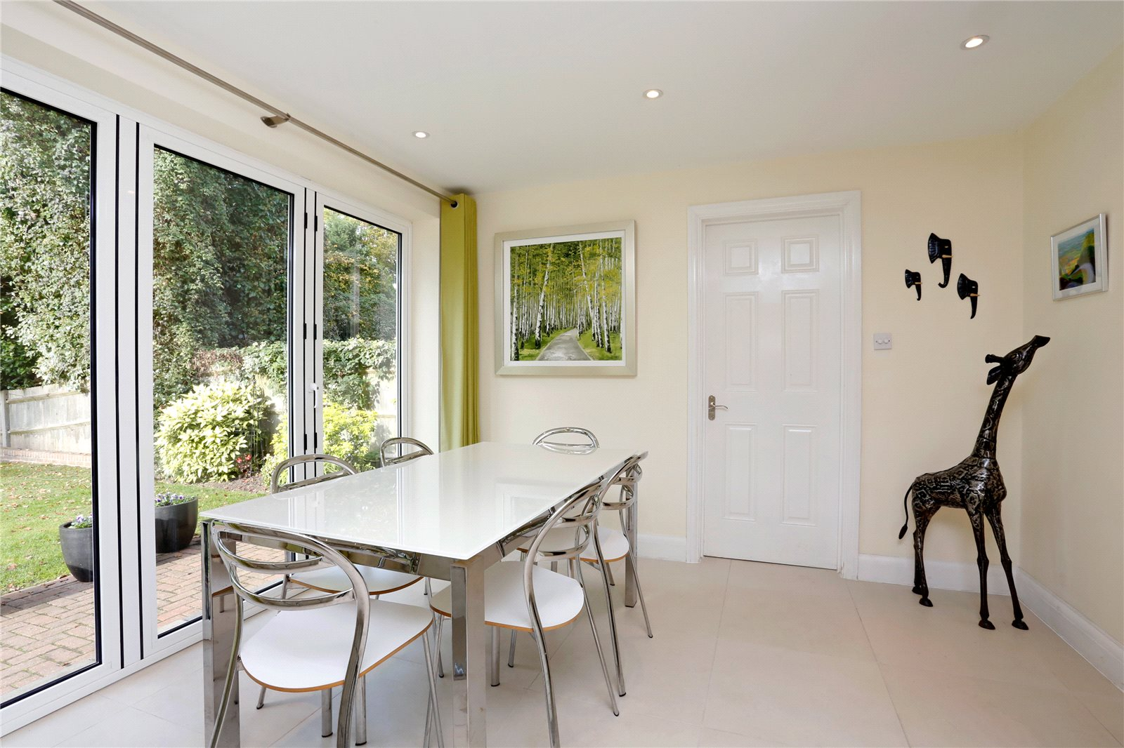 Additional photo for property listing at St Huberts Close, Gerrards Cross, Buckinghamshire, SL9 Gerrards Cross, Engeland