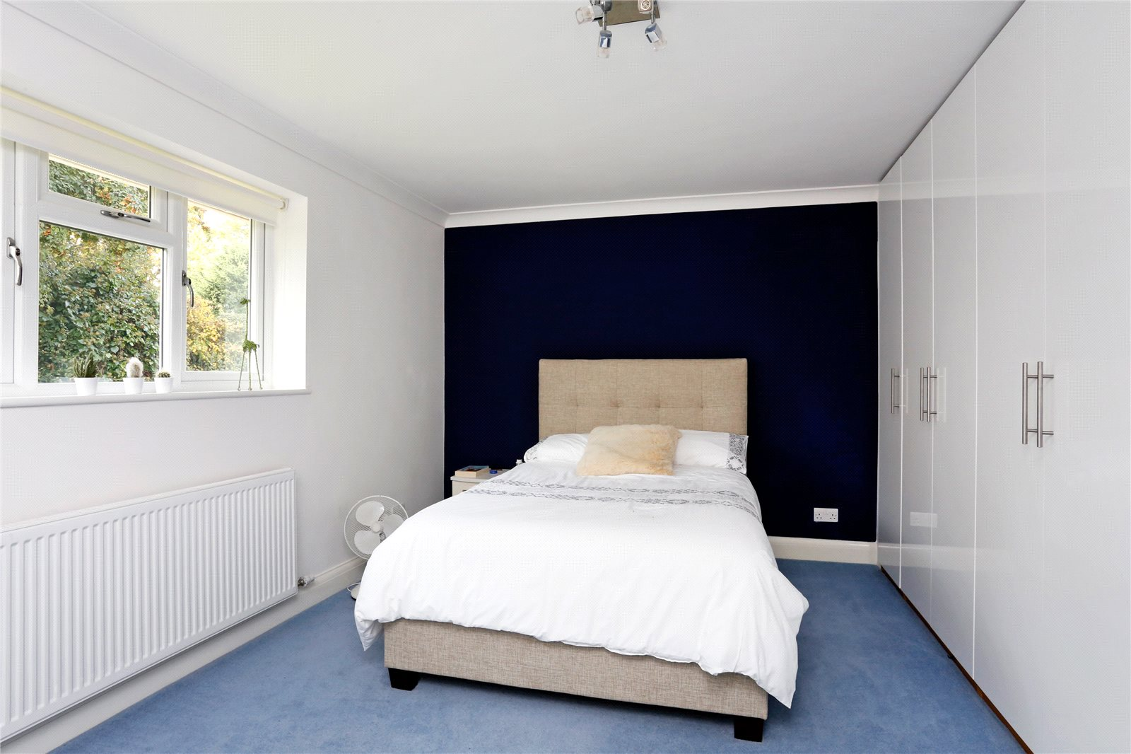 Additional photo for property listing at St Huberts Close, Gerrards Cross, Buckinghamshire, SL9 Gerrards Cross, England