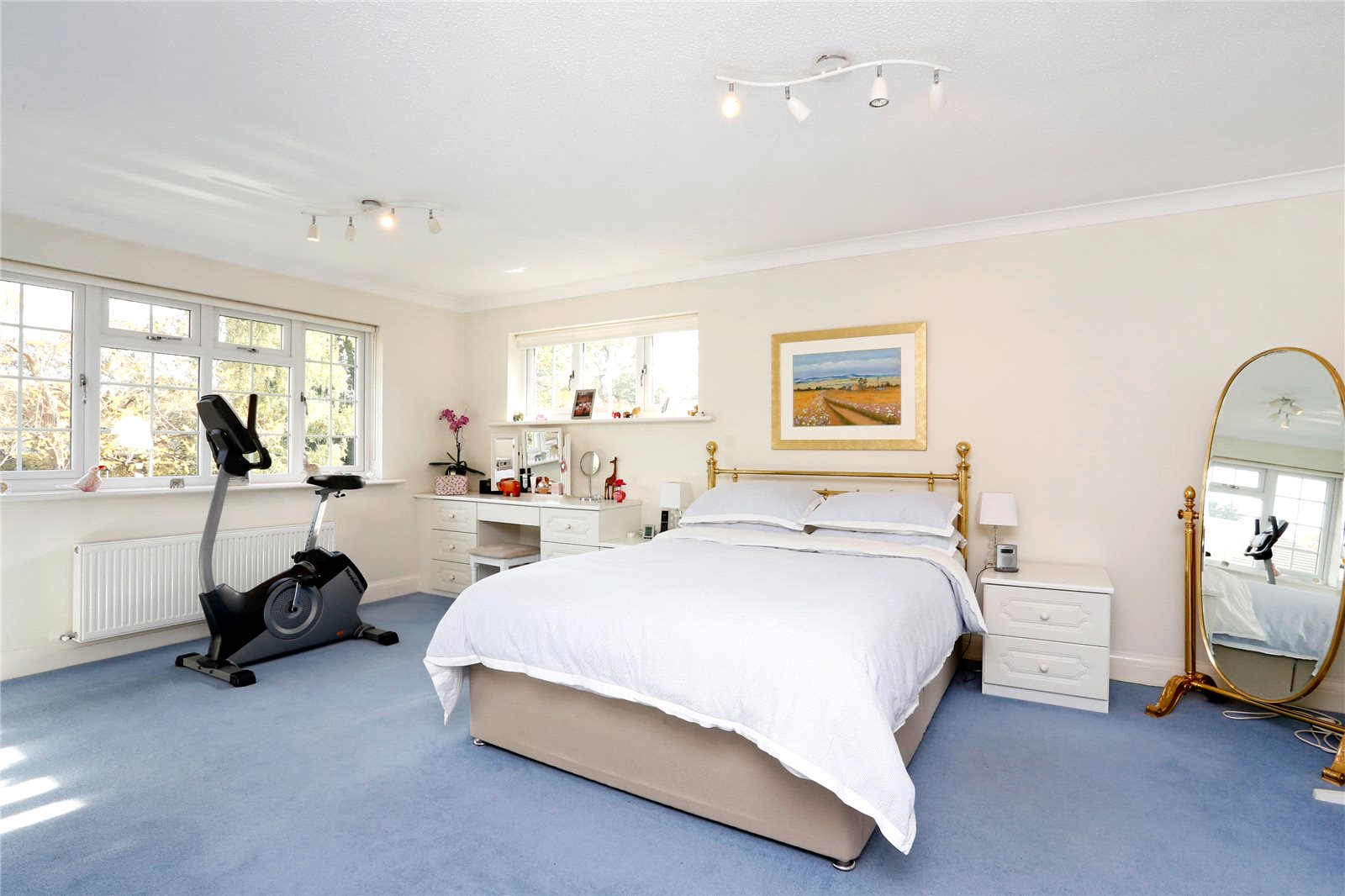 Additional photo for property listing at St Huberts Close, Gerrards Cross, Buckinghamshire, SL9 Gerrards Cross, 영국