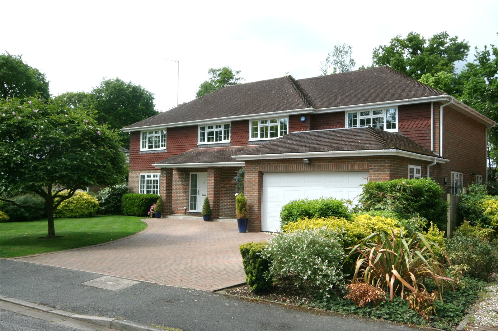Частный дом для того Продажа на St Huberts Close, Gerrards Cross, Buckinghamshire, SL9 Gerrards Cross, Англия