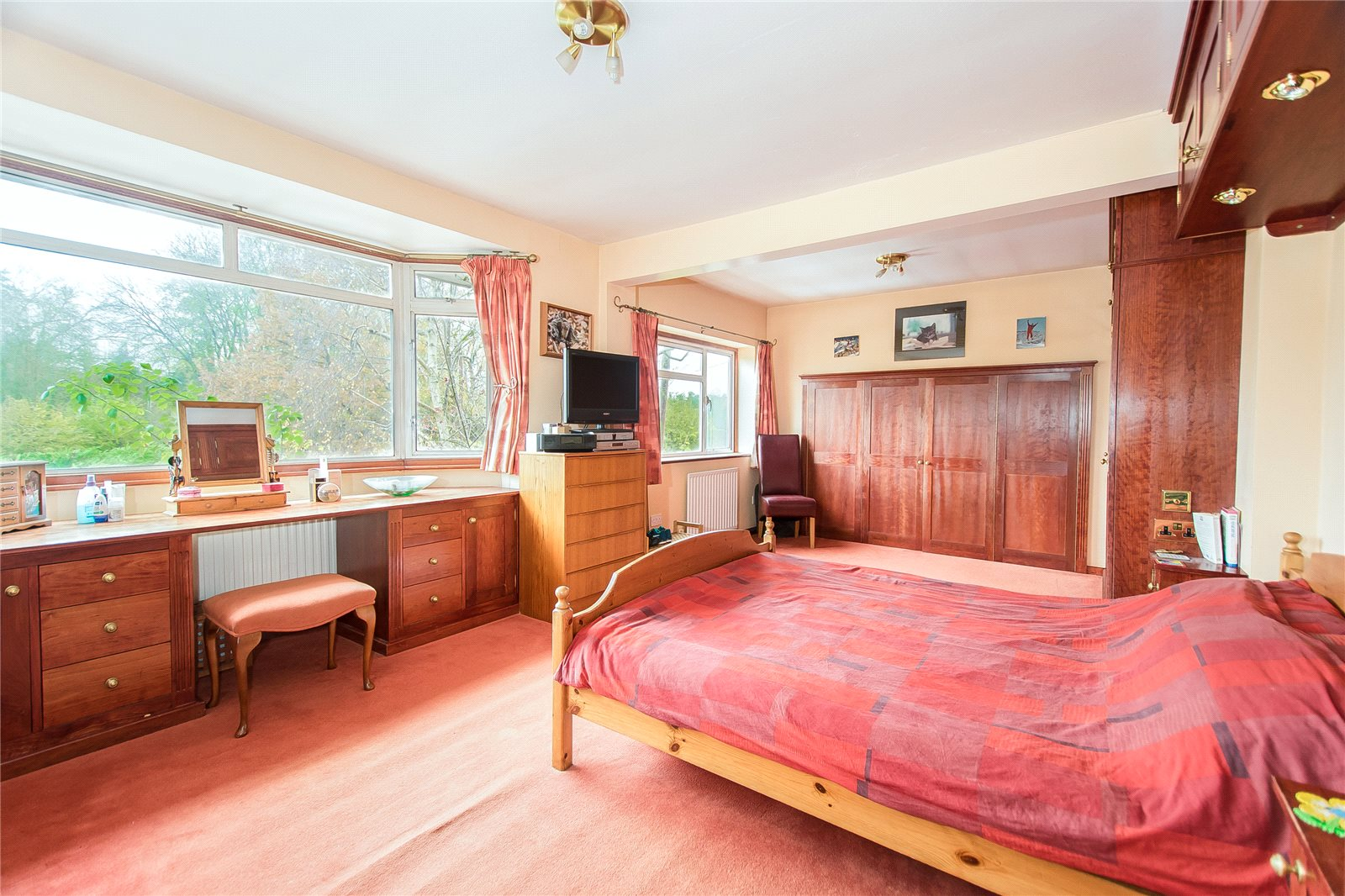 Additional photo for property listing at Lower Road, Denham, Uxbridge, Middlesex, UB9 Middlesex, Inghilterra
