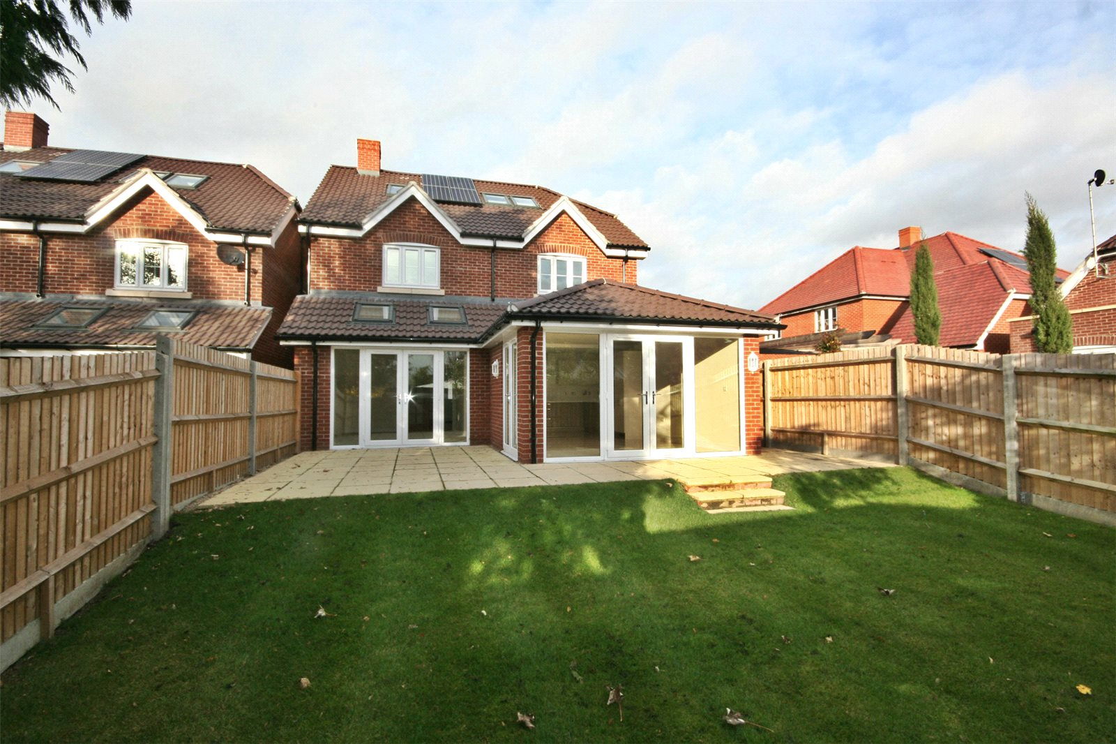 Additional photo for property listing at The Maple, Norfolk Place, Love Lane, Iver, Buckinghamshire, SL0 Iver, Inglaterra