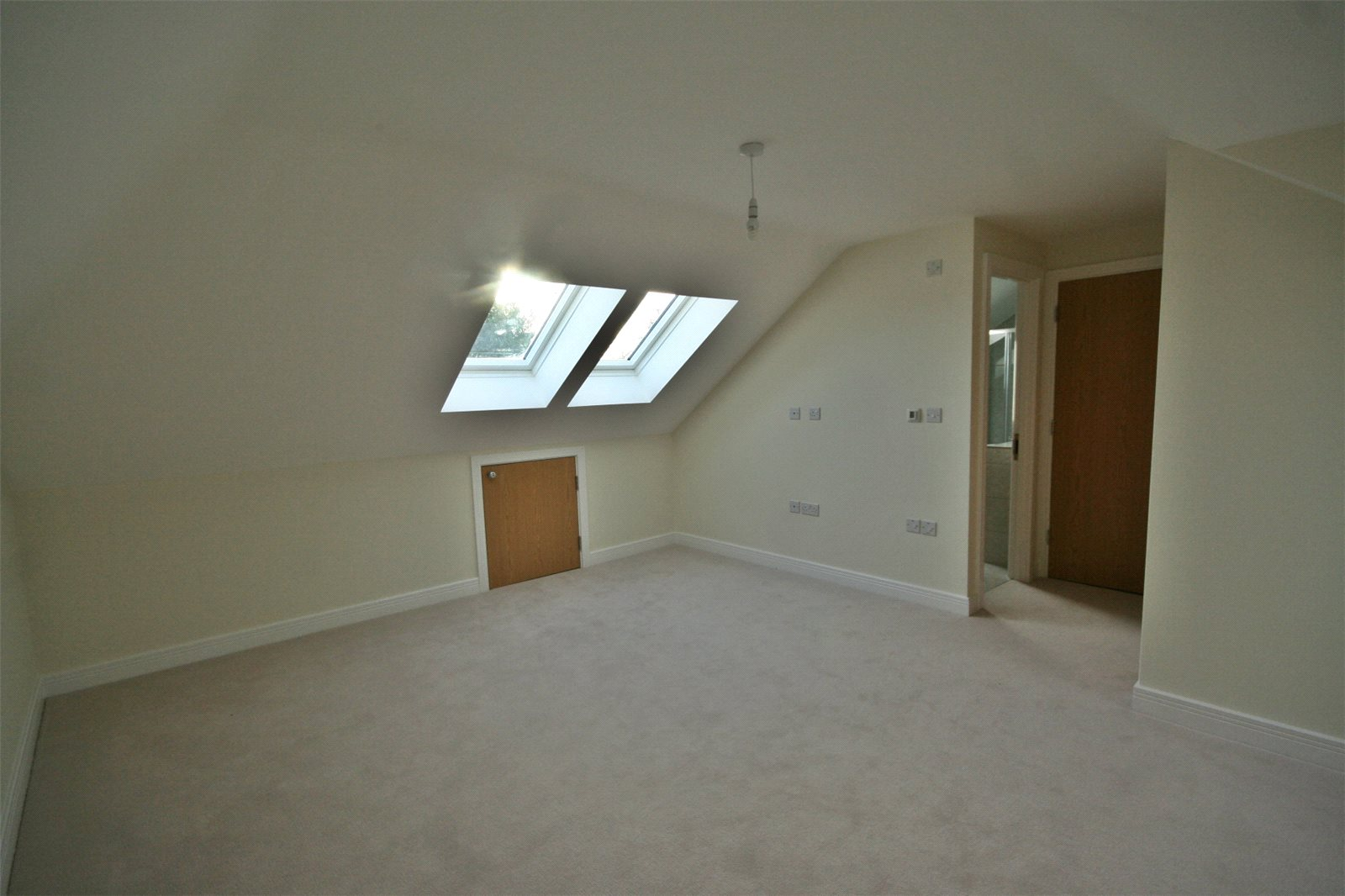 Additional photo for property listing at The Maple, Norfolk Place, Love Lane, Iver, Buckinghamshire, SL0 Iver, Engeland