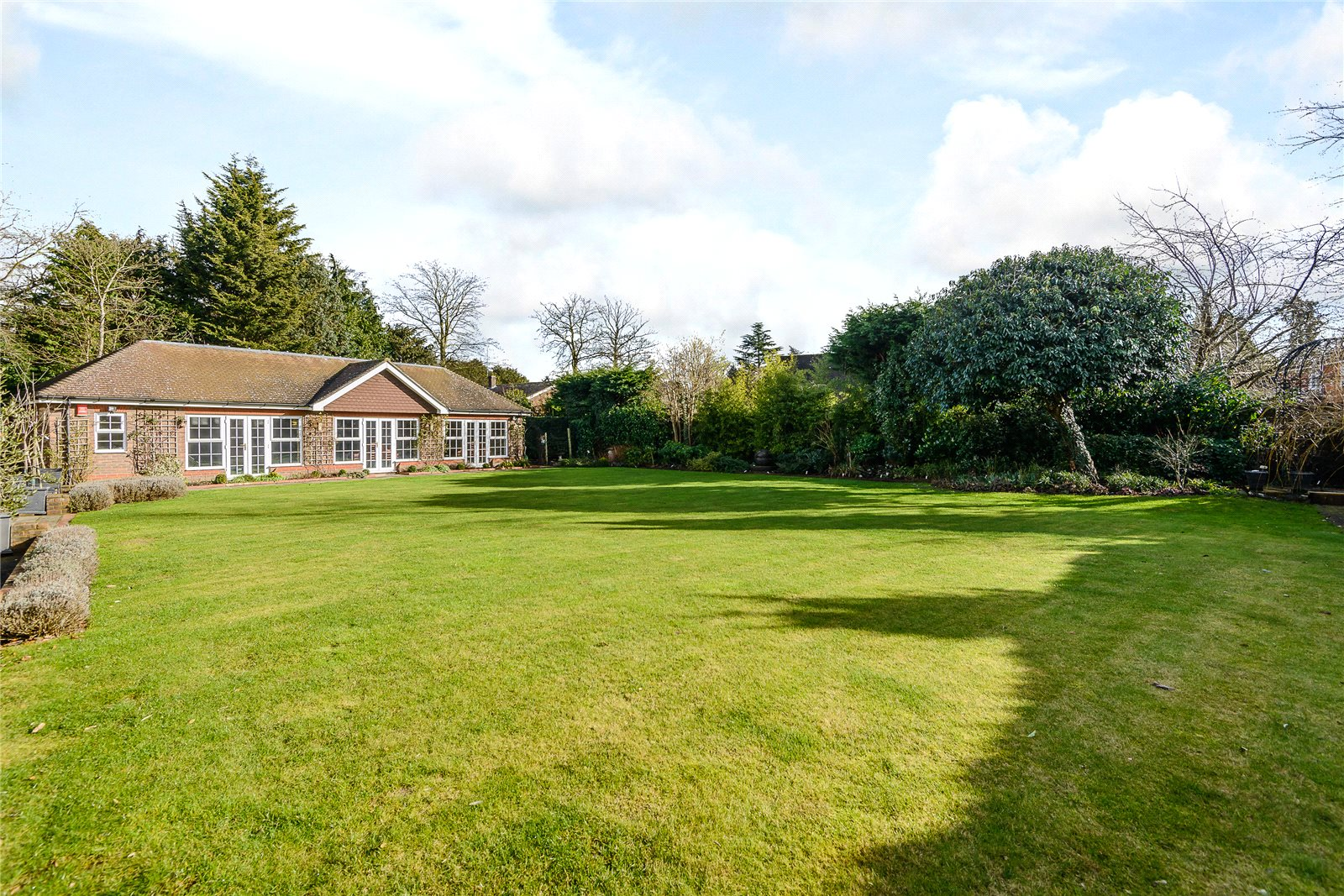 Additional photo for property listing at Camp Road, Gerrards Cross, Bucks, SL9 Англия