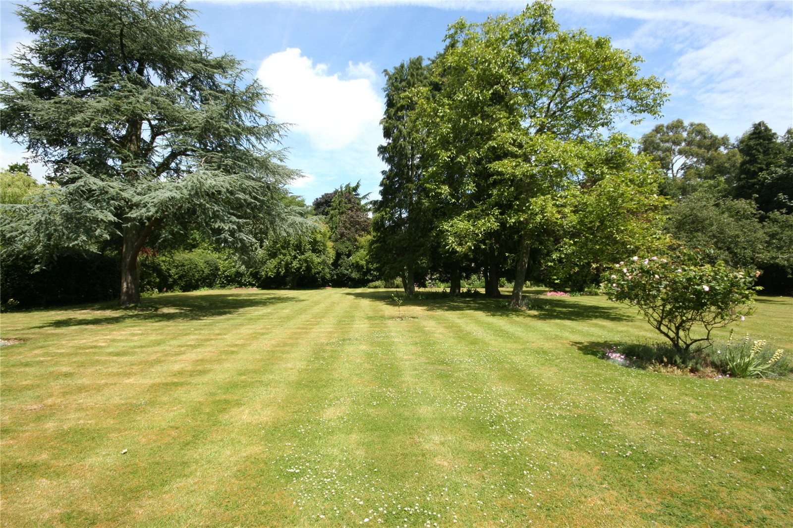 Additional photo for property listing at Duffield Park, Stoke Poges, Buckinghamshire, SL2 Stoke Poges, England