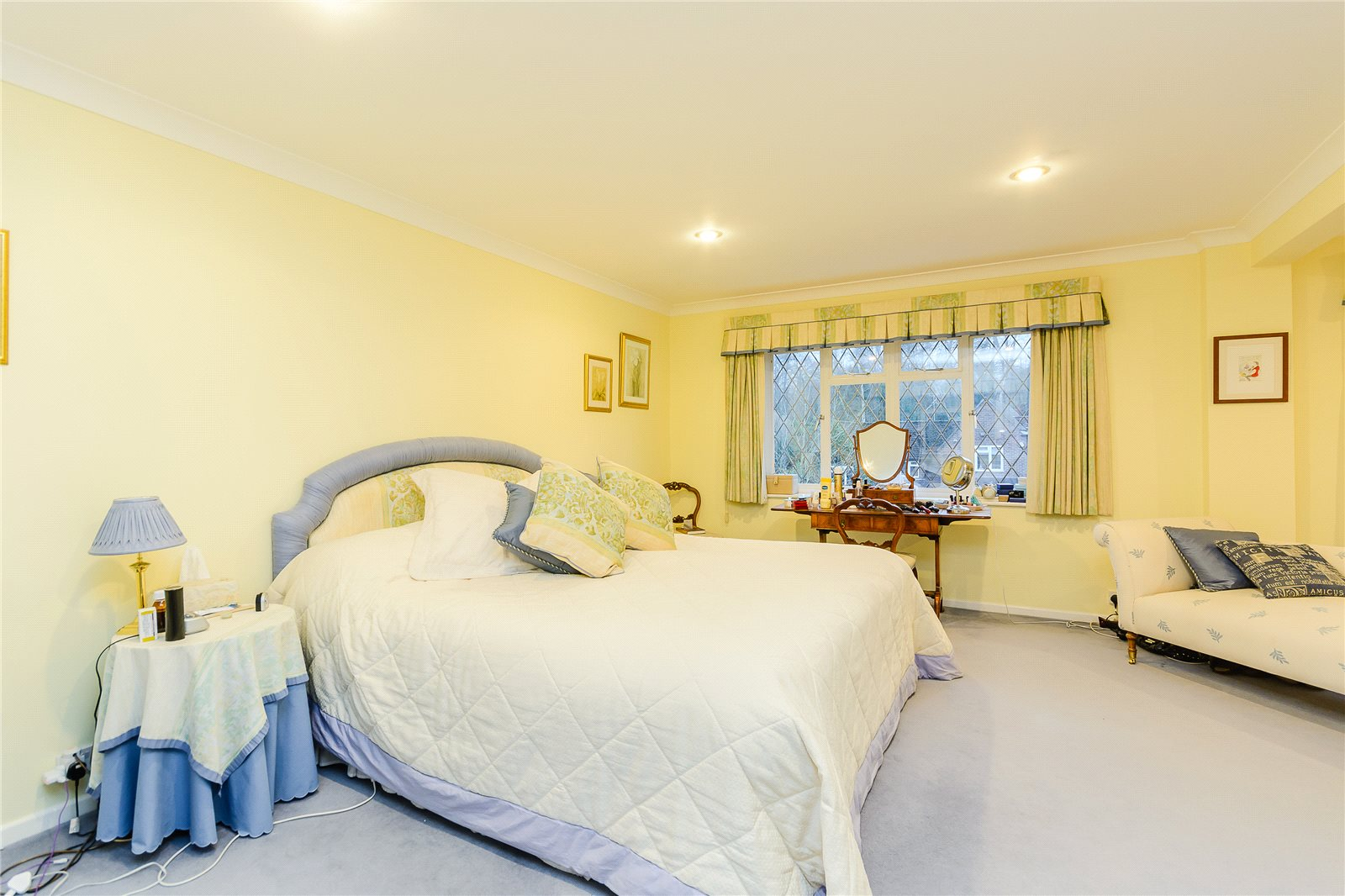 Additional photo for property listing at Howards Wood Drive, Gerrards Cross, Buckinghamshire, SL9 Gerrards Cross, Angleterre