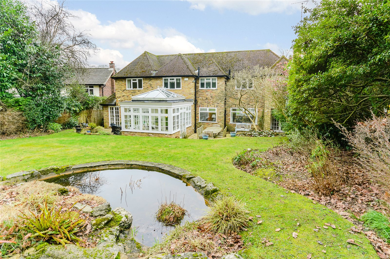 Additional photo for property listing at Howards Wood Drive, Gerrards Cross, Buckinghamshire, SL9 Gerrards Cross, Англия