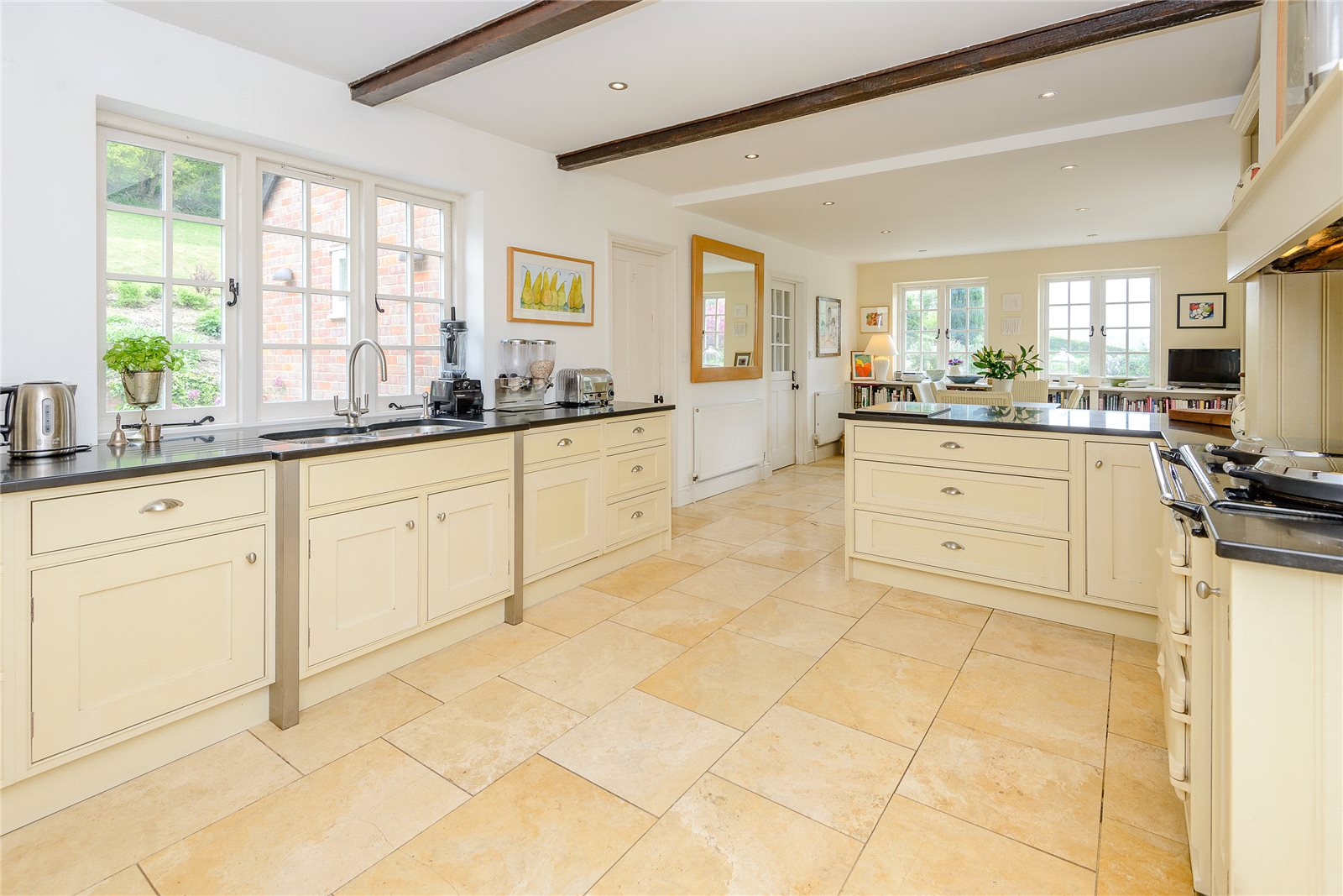 Additional photo for property listing at Hawridge, Chesham, Buckinghamshire, HP5 Chesham, Англия
