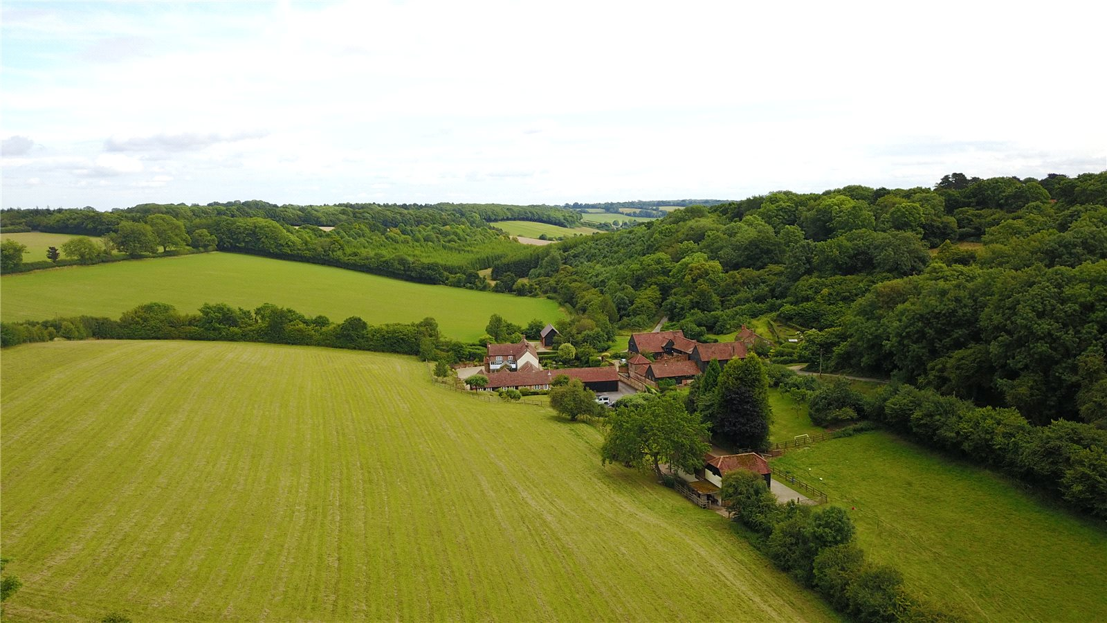 Additional photo for property listing at Hawridge, Chesham, Buckinghamshire, HP5 Chesham, 英格兰