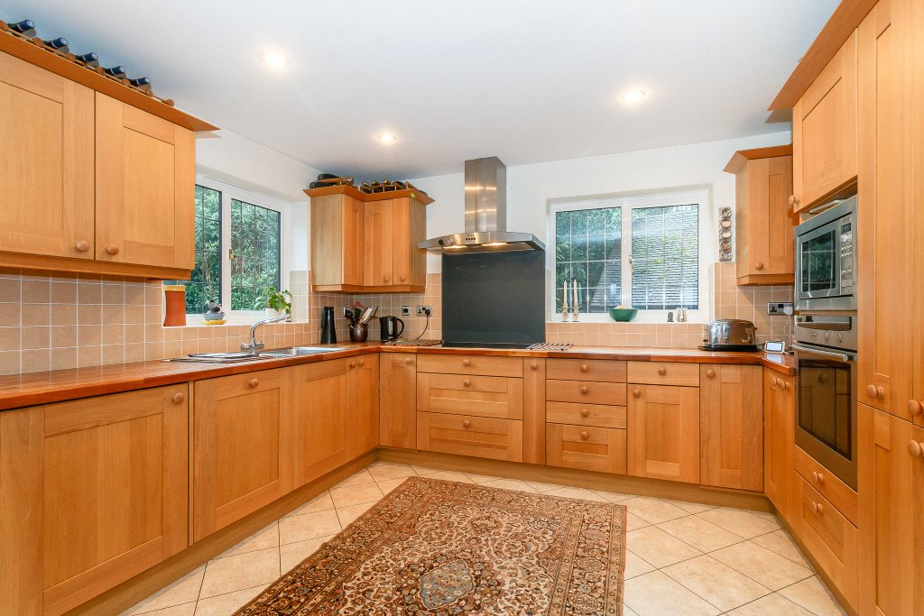 Additional photo for property listing at Ben More, 5 Oak End Way, Gerrards Cross, Buckinghamshire, SL9 Gerrards Cross, Angleterre