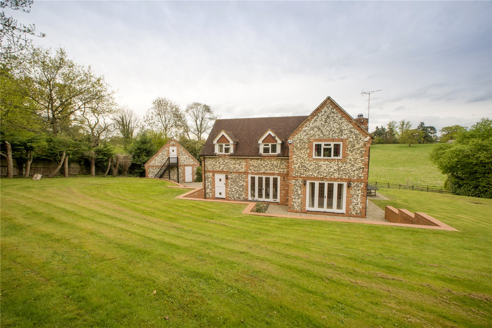 Additional photo for property listing at Grove Road, Burnham, Buckinghamshire, SL1 Burnham, Αγγλια