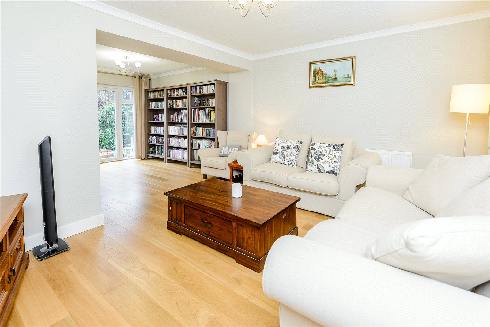 Additional photo for property listing at Broom Hill, Stoke Poges, Buckinghamshire, SL2 Stoke Poges, England