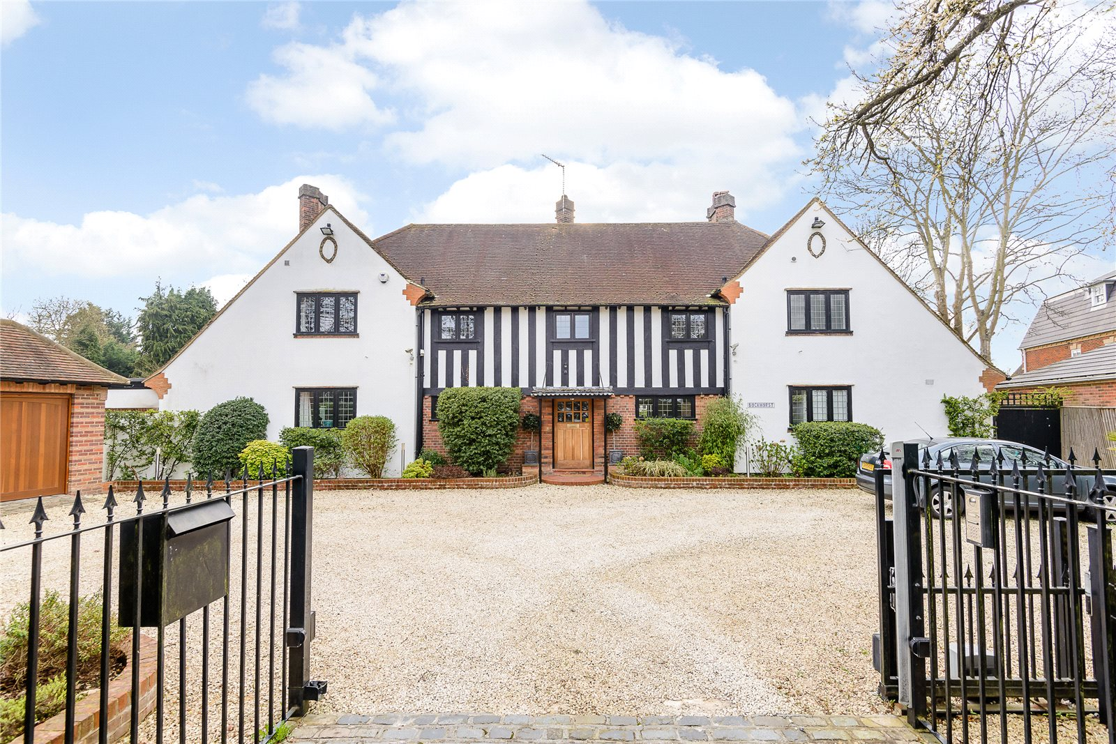 Single Family Home for Sale at Packhorse Road, Gerrards Cross, Buckinghamshire, SL9 Gerrards Cross, England