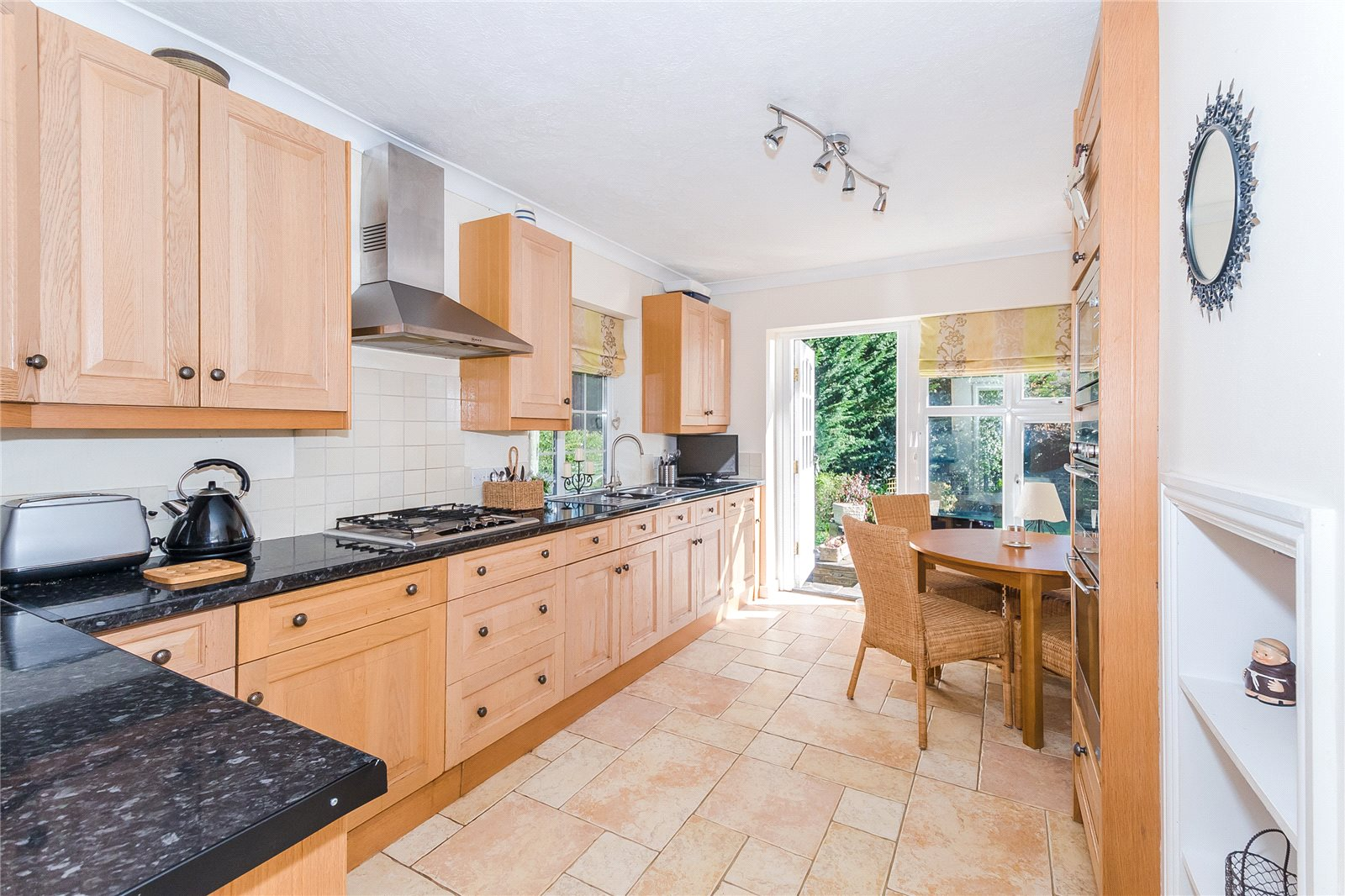 Additional photo for property listing at Beech Waye, Gerrards Cross, Buckinghamshire, SL9 Gerrards Cross, Αγγλια
