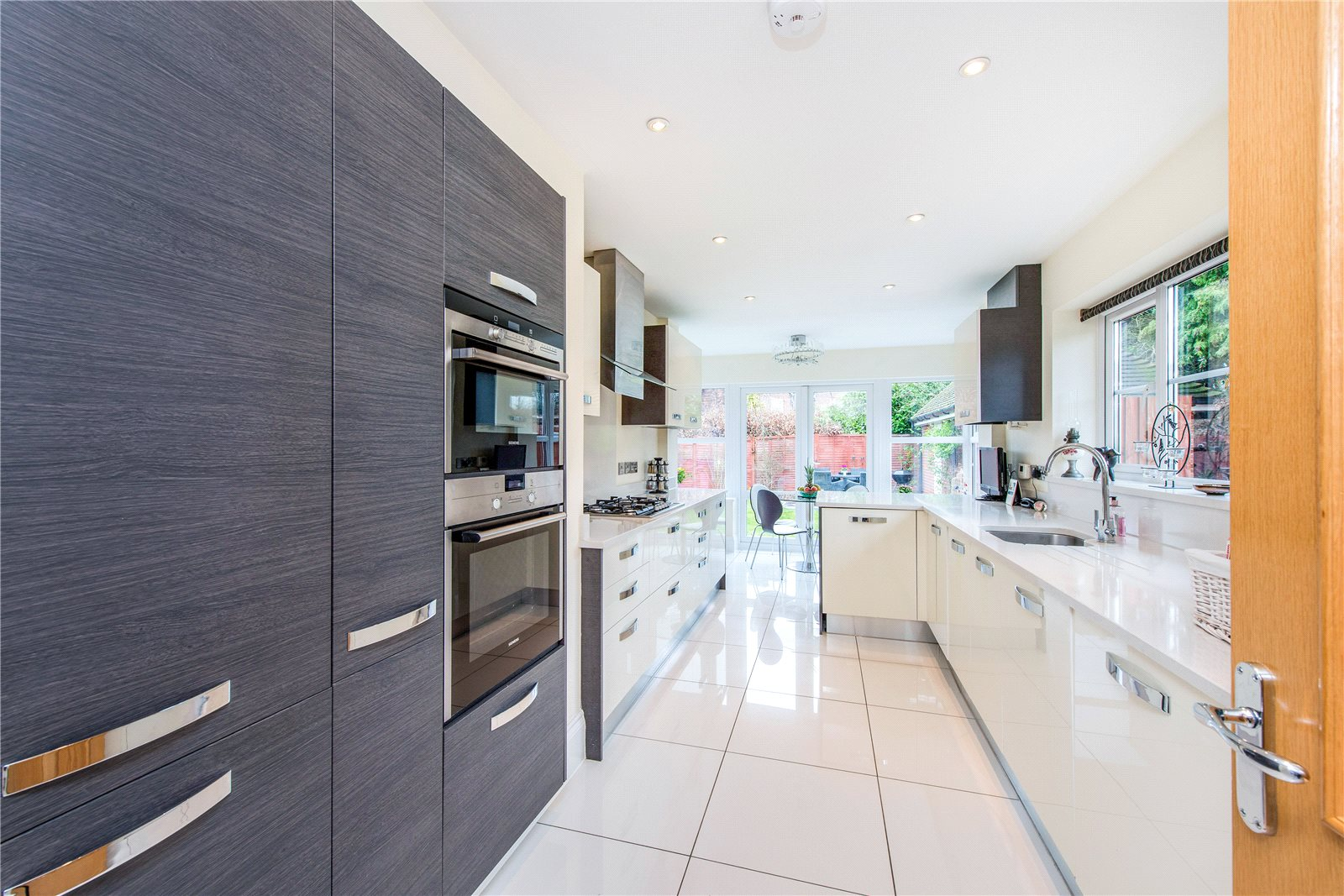 Additional photo for property listing at Ethorpe Crescent, Gerrards Cross, Buckinghamshire, SL9 Gerrards Cross, Engeland