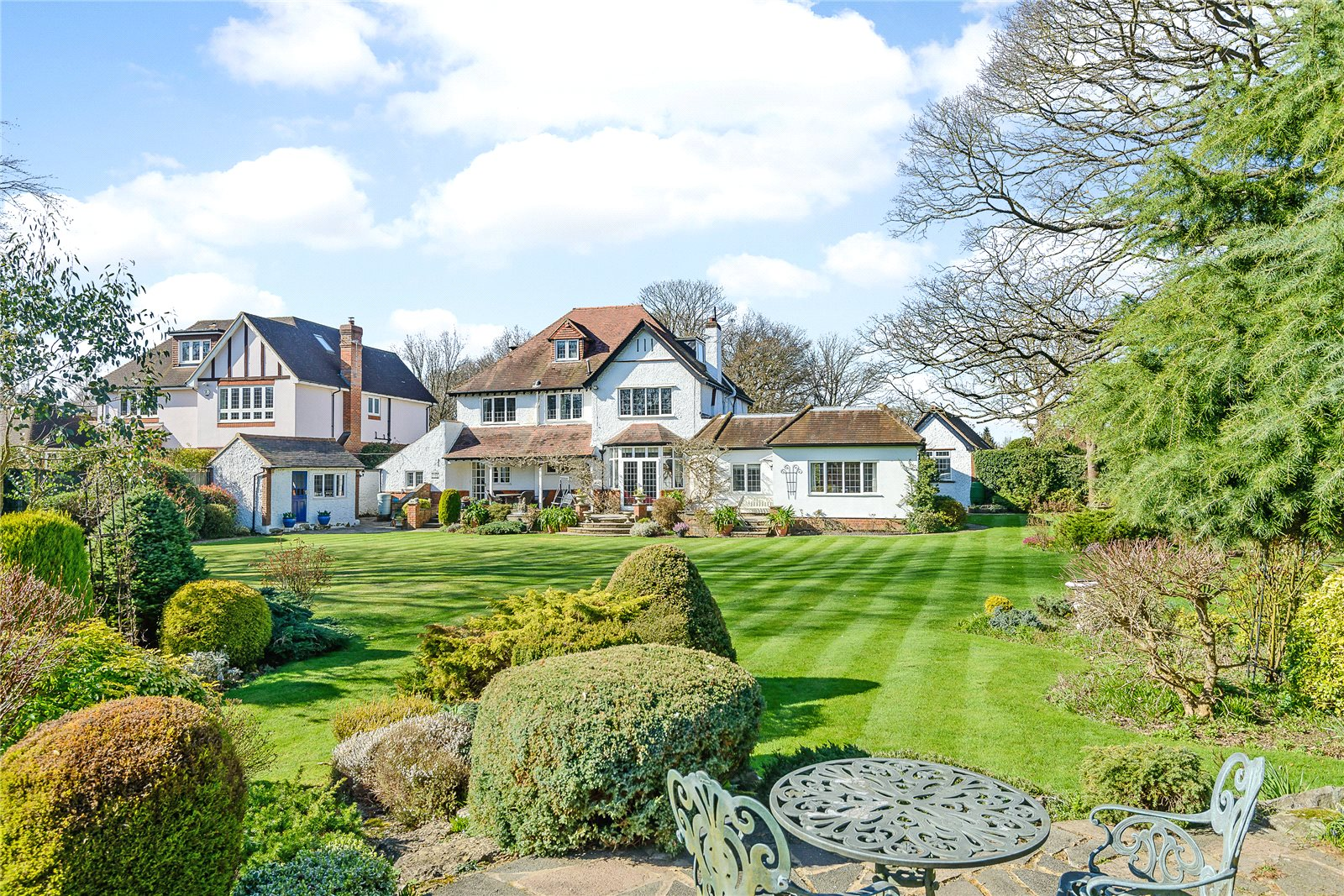 Single Family Home for Sale at Austenway, Chalfont St Peter, Gerrards Cross, Buckinghamshire, SL9 Gerrards Cross, England
