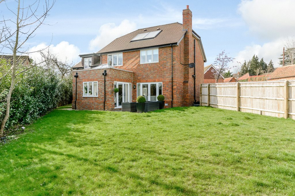Additional photo for property listing at Spring Court, Spring Lane, Farnham Royal, Berkshire, SL2 Farnham Royal, 英格兰