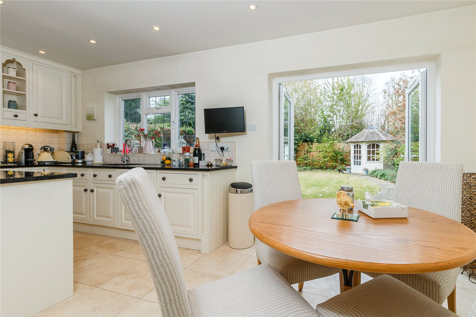 Additional photo for property listing at Latchmoor Way, Chalfont St. Peter, Gerrards Cross, Buckinghamshire, SL9 Gerrards Cross, Anh Quốc