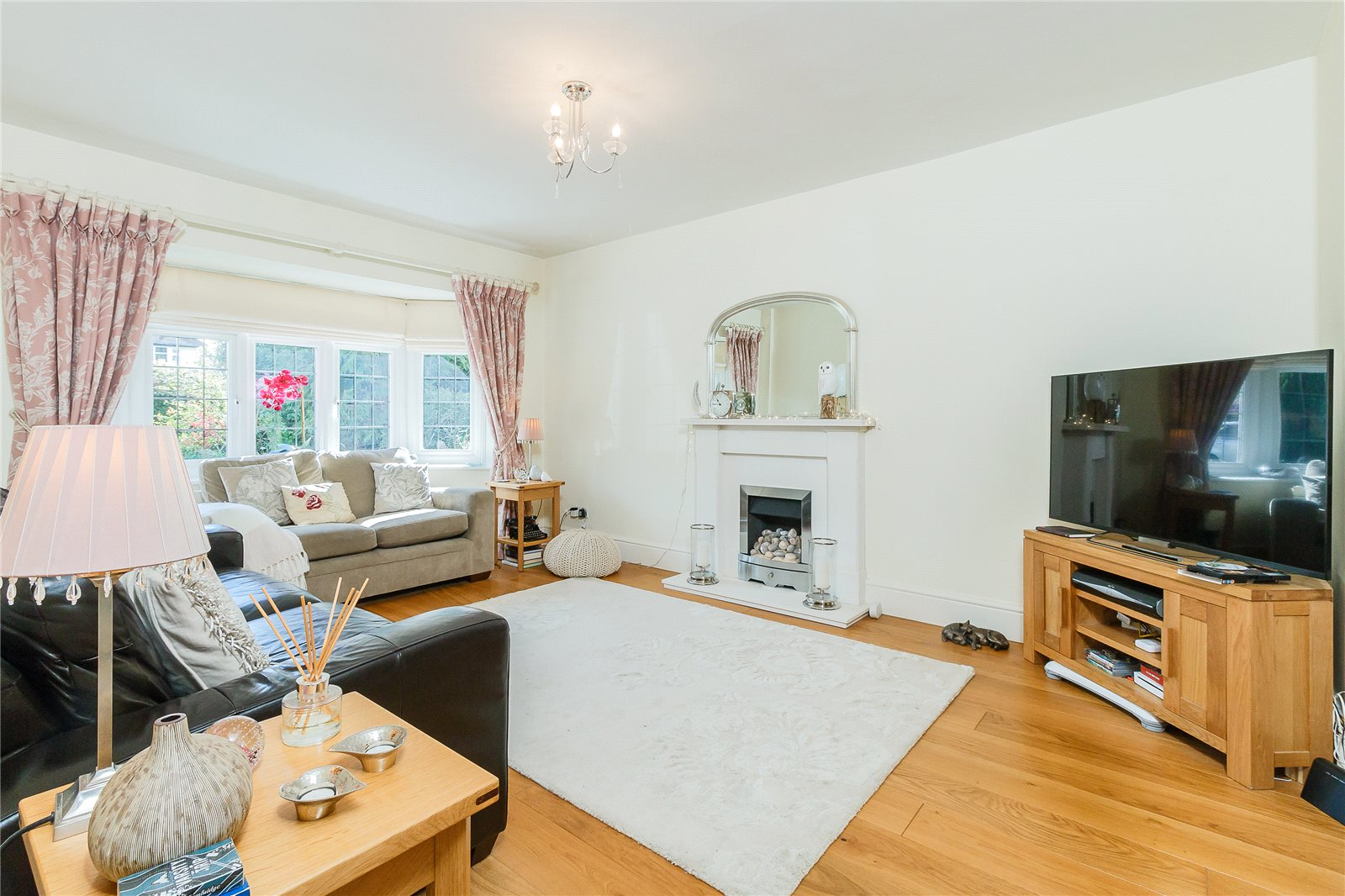 Additional photo for property listing at Latchmoor Way, Chalfont St. Peter, Gerrards Cross, Buckinghamshire, SL9 Gerrards Cross, Англия