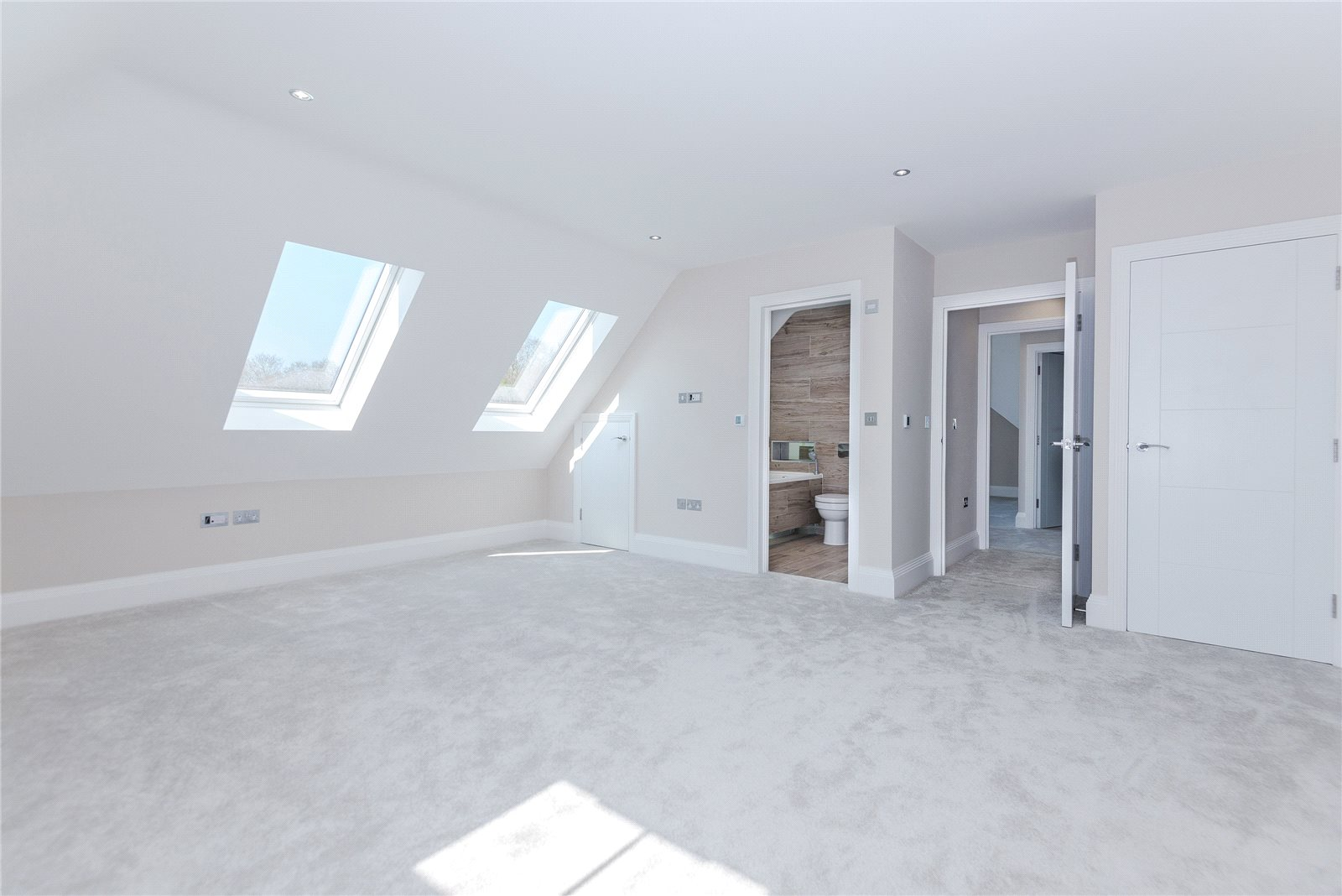 Additional photo for property listing at Stag House, Hawthorne Lane, Farnham Common, Buckinghamshire, SL2 Farnham Common, 영국
