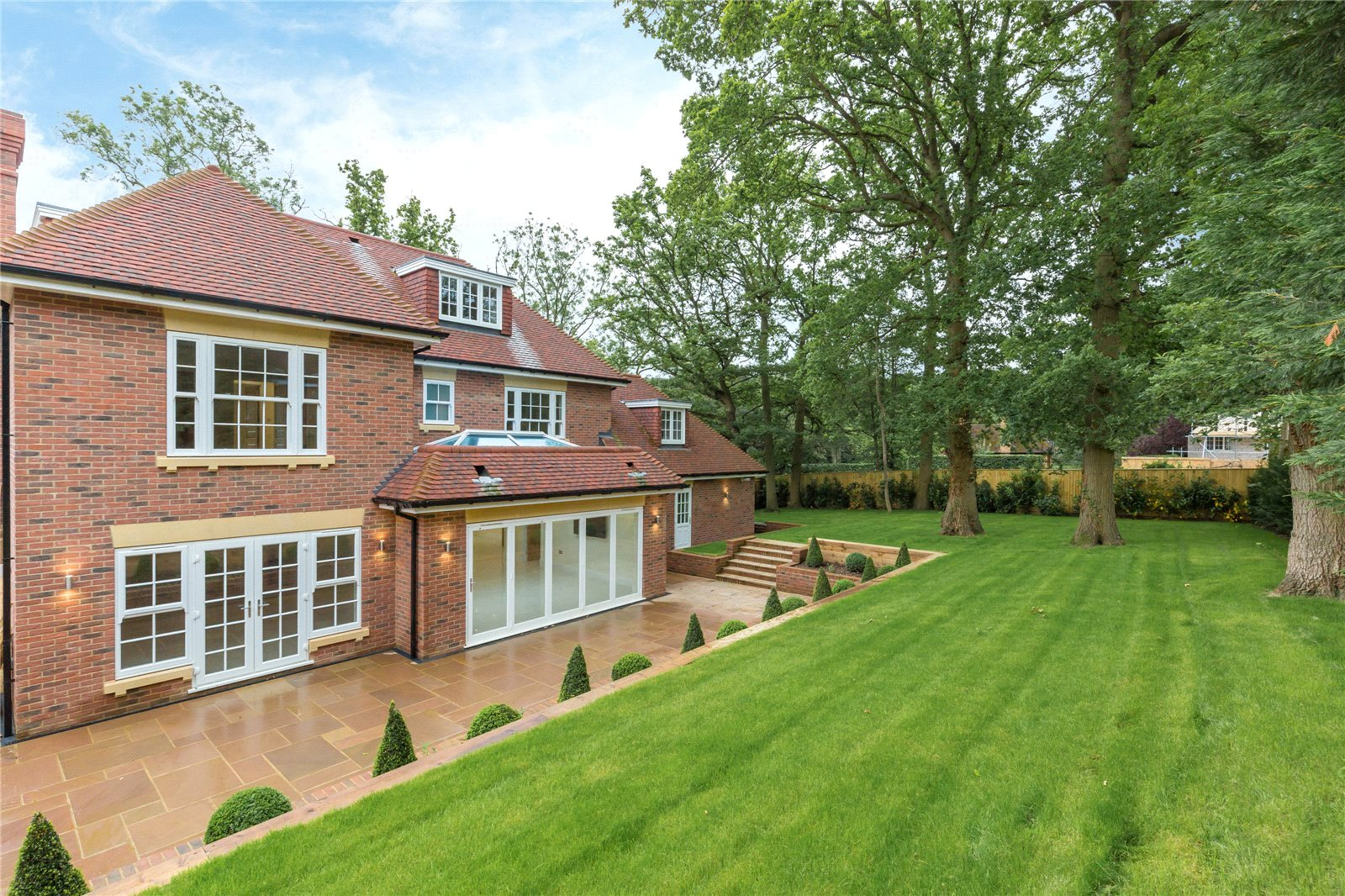 Additional photo for property listing at Strawberry Hill, Gerrards Cross, Buckinghamshire, SL9 Gerrards Cross, Ingiltere
