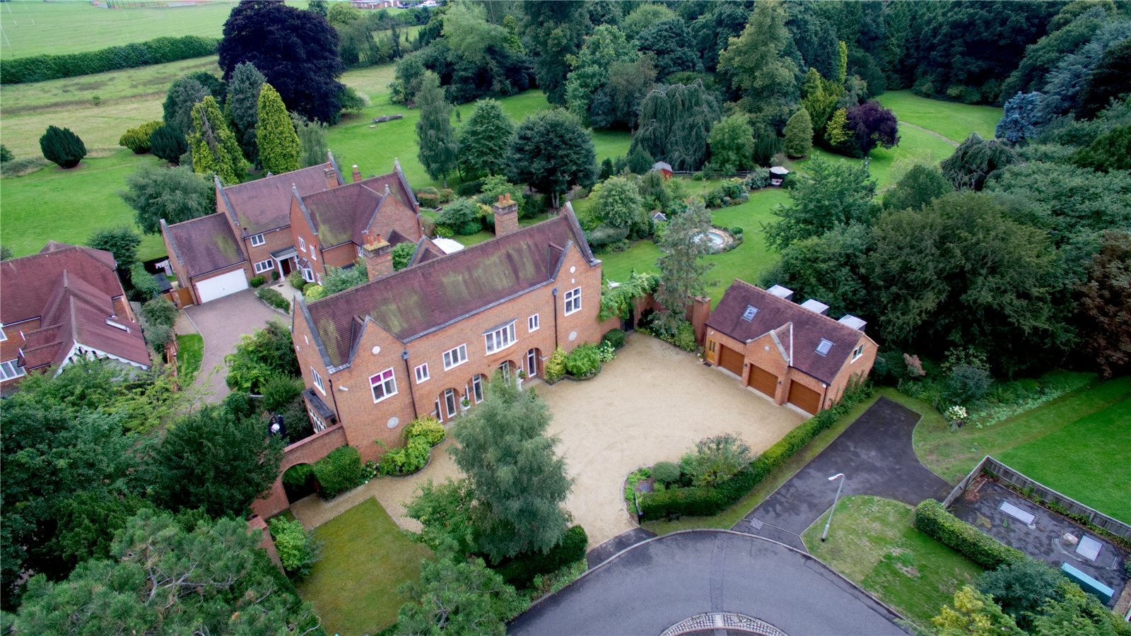 Additional photo for property listing at Kemsley Chase, Farnham Royal, Berkshire, SL2 Farnham Royal, England
