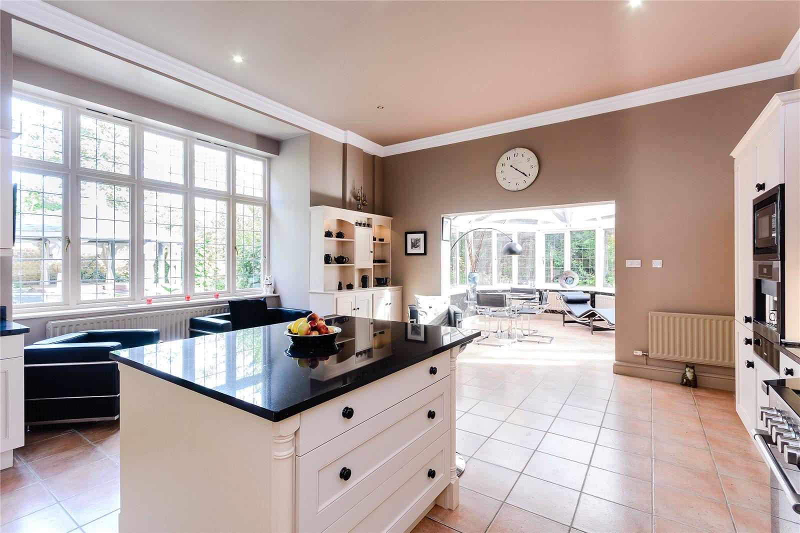 Additional photo for property listing at Kemsley Chase, Farnham Royal, Berkshire, SL2 Farnham Royal, 英格兰