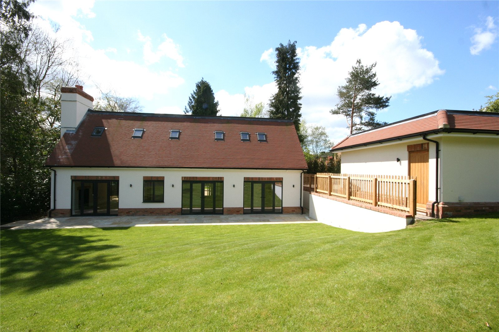 Additional photo for property listing at Beeches Drive, Farnham Common, Buckinghamshire, SL2 Farnham Common, Inglaterra