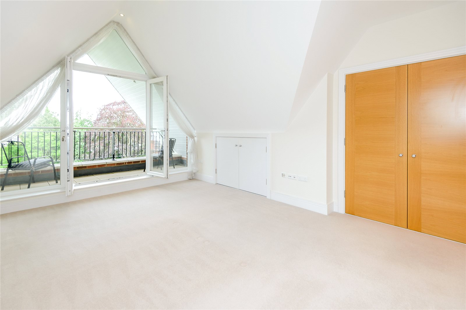 Additional photo for property listing at Claremont Court, 76 Packhorse Road, Gerrards Cross, Buckinghamshire, SL9 Gerrards Cross, イギリス