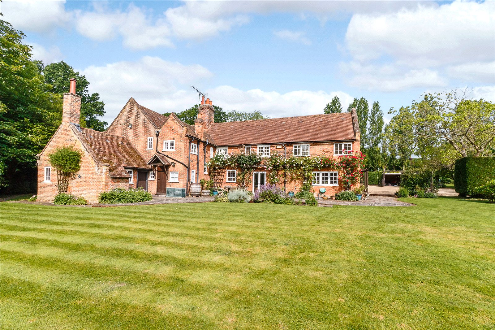 Single Family Home for Sale at Newbarn Lane, Seer Green, Beaconsfield, Buckinghamshire, HP9 Beaconsfield, England