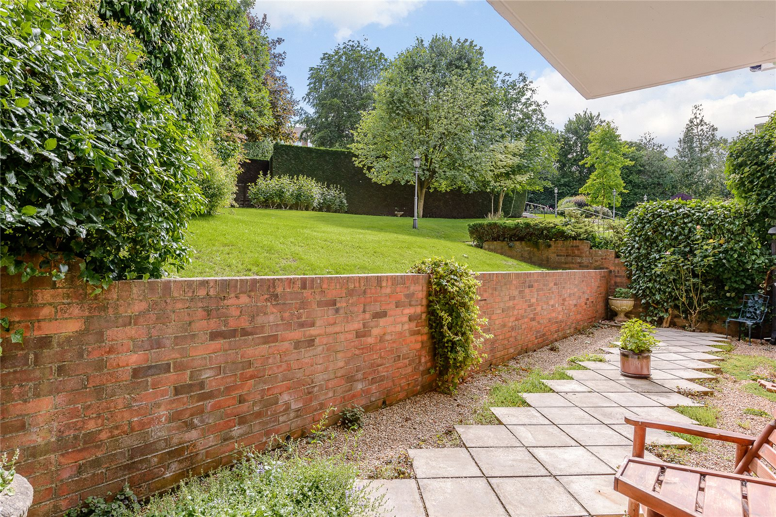 Additional photo for property listing at Penn Haven, 3 Oak End Way, Gerrards Cross, Buckinghamshire, SL9 Gerrards Cross, Ingiltere