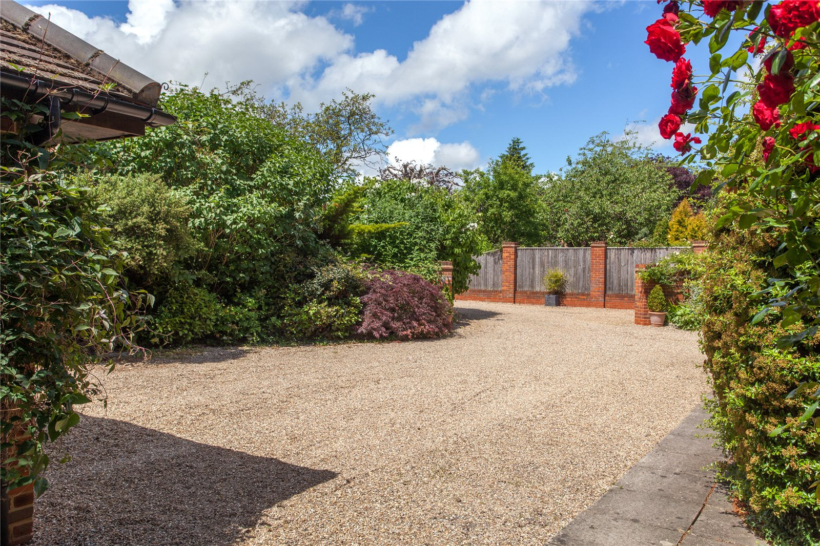Additional photo for property listing at Sandelswood End, Beaconsfield, Buckinghamshire, HP9 Beaconsfield, Inglaterra