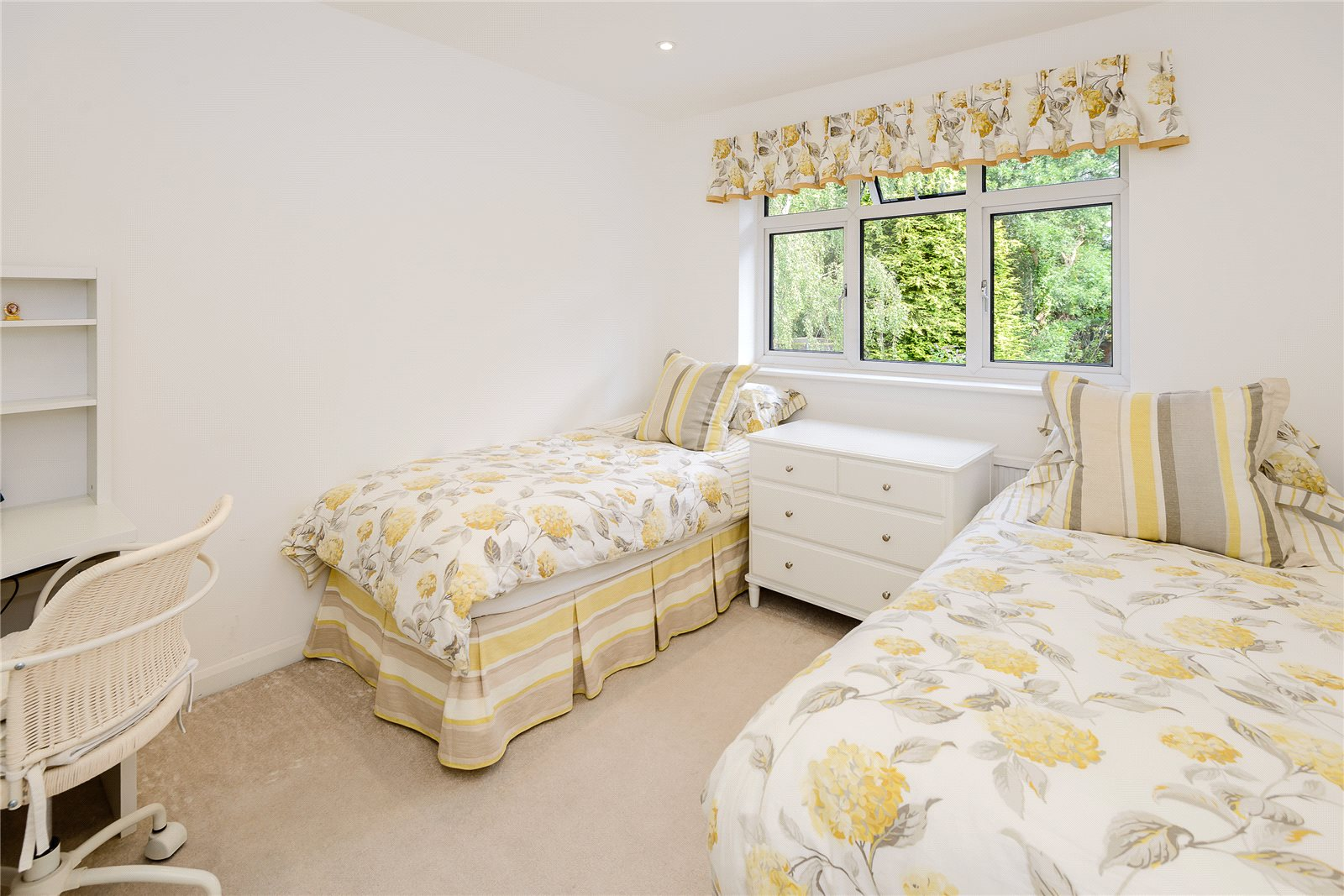 Additional photo for property listing at Birchdale, Gerrards Cross, Buckinghamshire, SL9 Gerrards Cross, Engeland