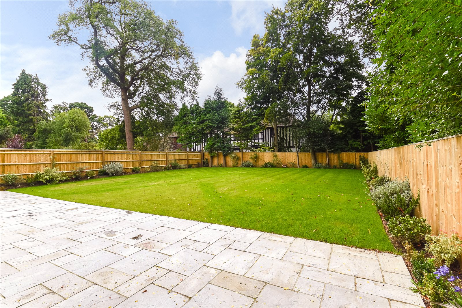 Additional photo for property listing at Fulmer Drive, Gerrards Cross, Buckinghamshire, SL9 Gerrards Cross, Angleterre