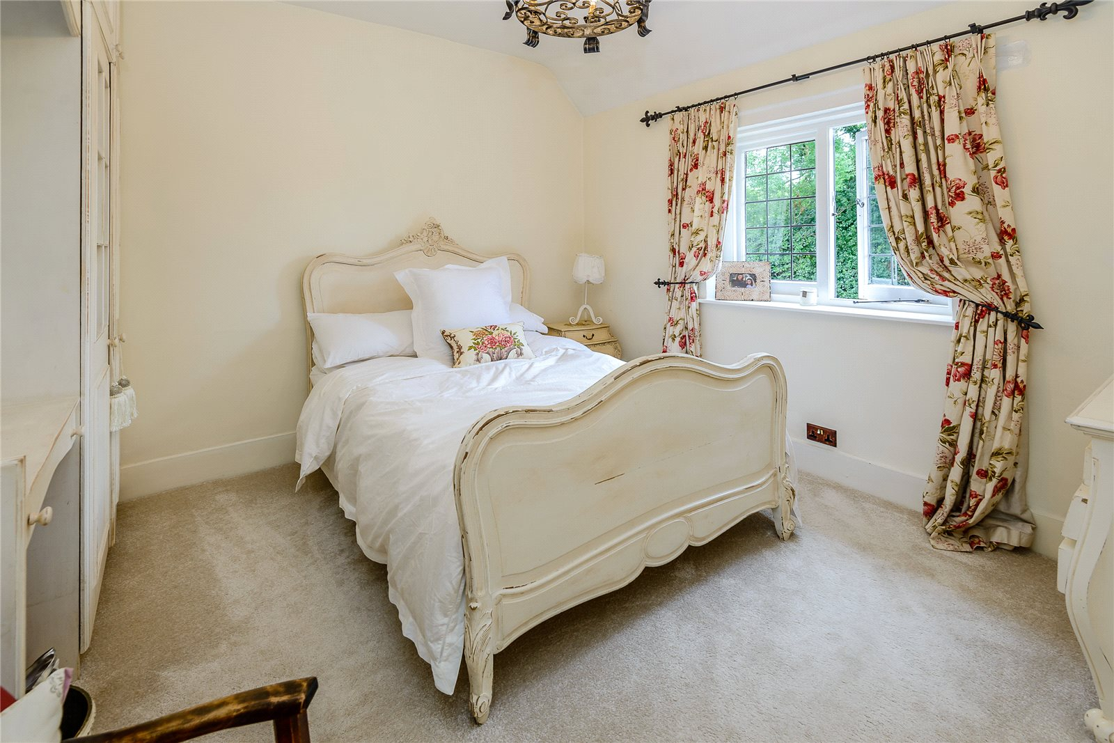 Additional photo for property listing at Tile Kiln Lane, Harefield, Ickenham, Middlesex, UB9 Middlesex, Англия