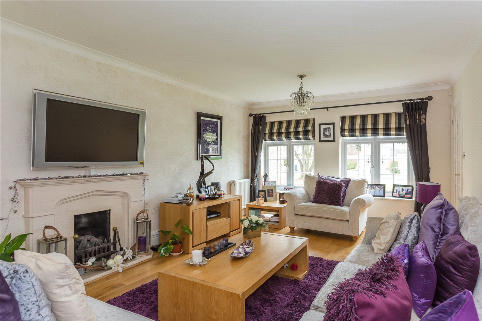 Additional photo for property listing at The Fairway, Burnham, Berkshire, SL1 Burnham, Inglaterra