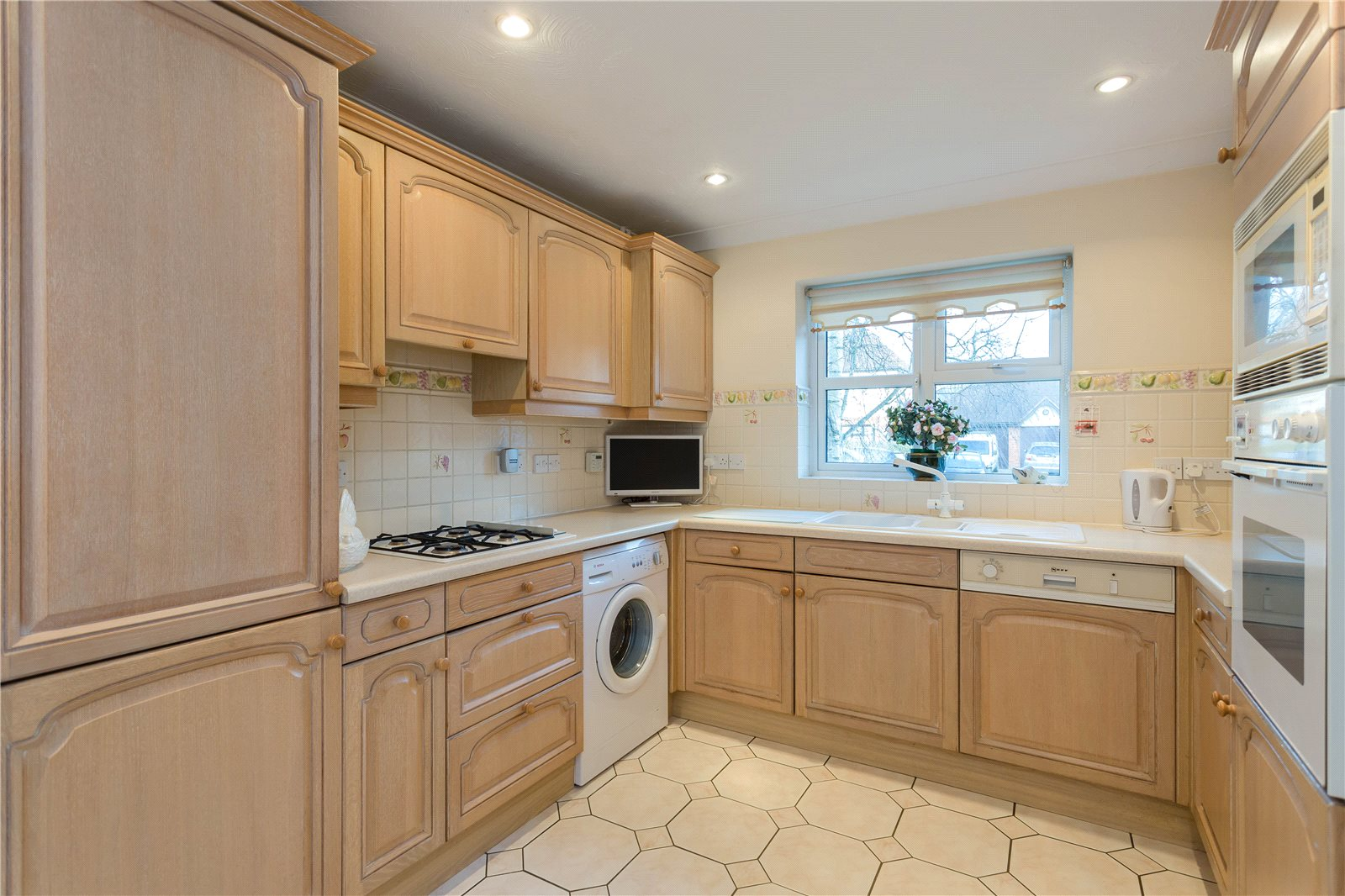 Additional photo for property listing at Miller Place, Gerrards Cross, Buckinghamshire, SL9 Gerrards Cross, Inghilterra