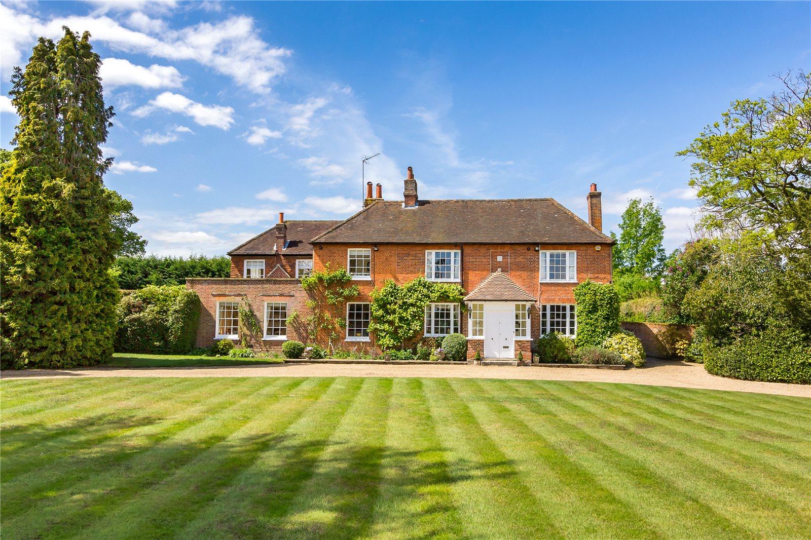 Casa para uma família para Venda às Frog Grove Lane, Wood Street Village, Guildford, Surrey, GU3 Guildford, Inglaterra