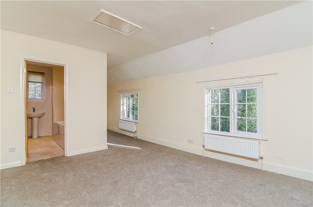 Additional photo for property listing at Horsham Road, Rowhook, Horsham, West Sussex, RH12 Horsham, Angleterre