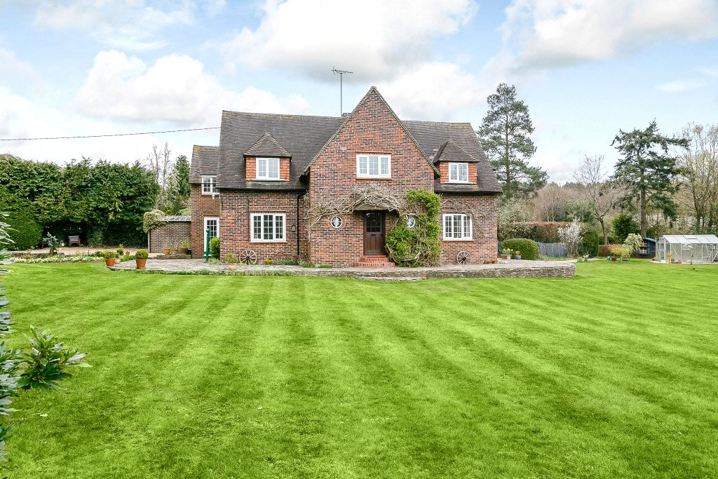 Casa para uma família para Venda às Hunts Hill Road, Normandy, Guildford, Surrey, GU3 Guildford, Inglaterra
