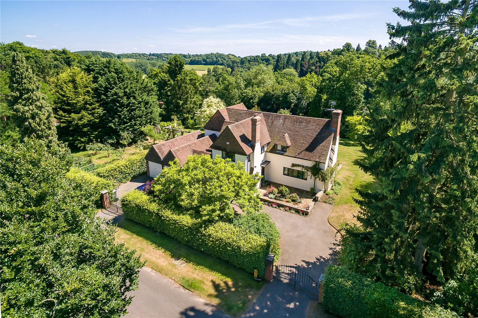 Villa per Vendita alle ore Snowdenham Links Road, Bramley, Guildford, Surrey, GU5 Guildford, Inghilterra