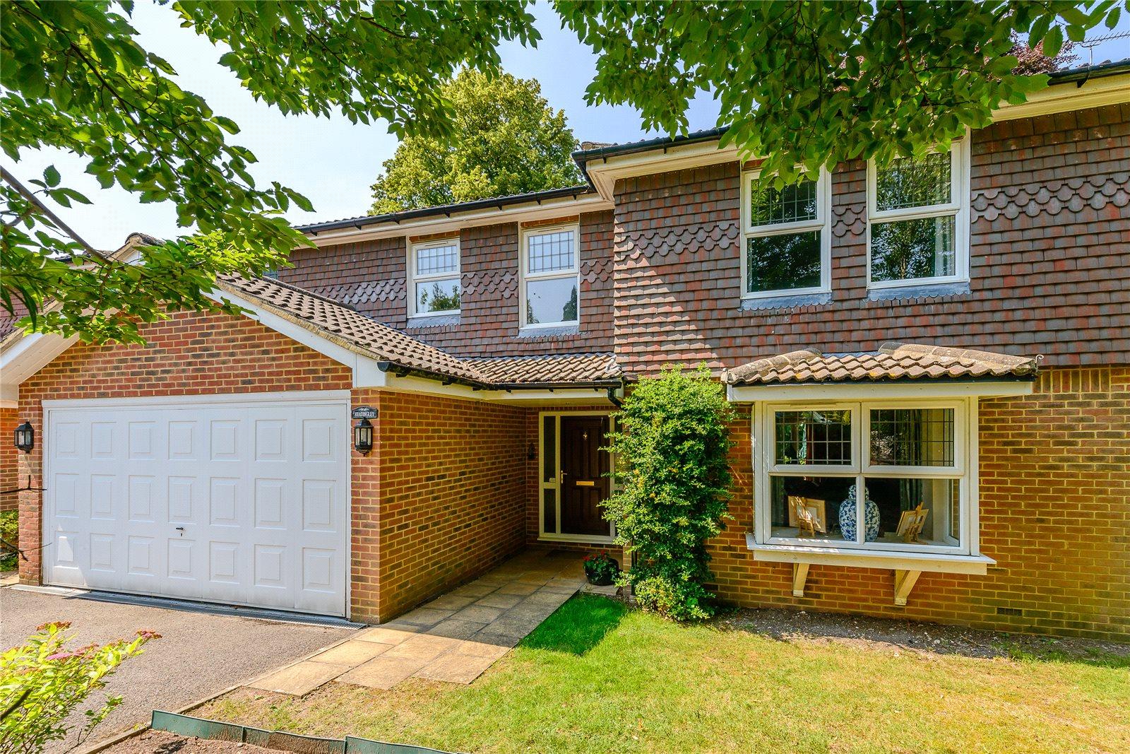 Частный дом для того Продажа на Ferndown Close, Guildford, Surrey, GU1 Guildford, Англия