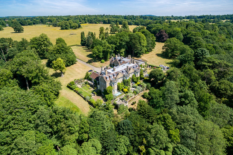 Vivienda unifamiliar por un Venta en Busbridge Hall, Home Farm Road, Godalming, Surrey, GU7 Godalming, Inglaterra