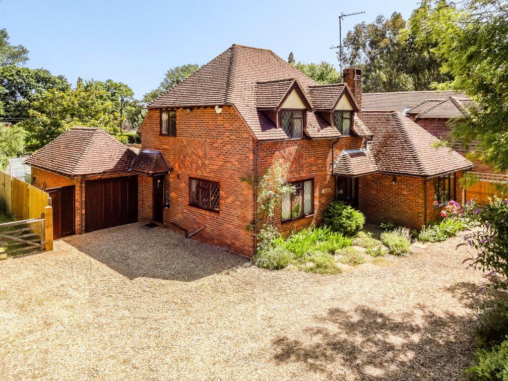 Частный дом для того Продажа на The Common, Dunsfold, Godalming, Surrey, GU8 Godalming, Англия