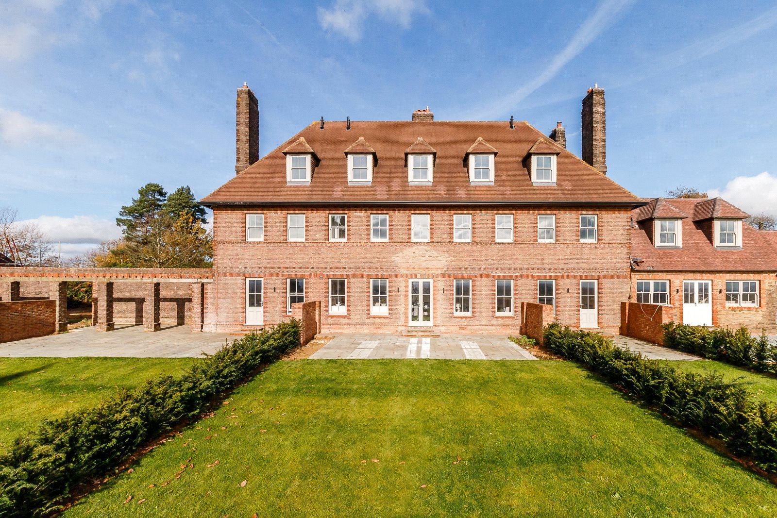 Villa per Vendita alle ore Gorse Hill, Petworth Road, Wormley, Godalming, GU8 Godalming, Inghilterra