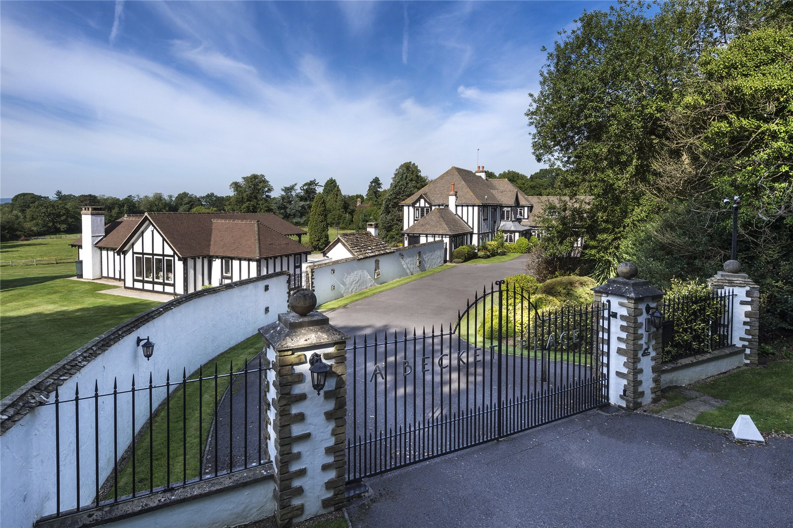 Villa per Vendita alle ore Merrywood Lane, Thakeham, Pulborough, West Sussex, RH20 Pulborough, Inghilterra
