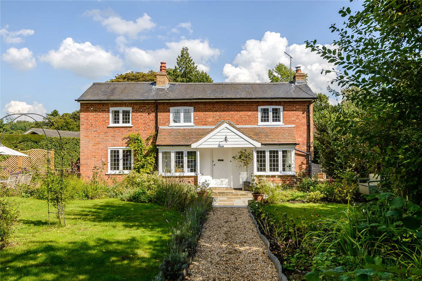 Villa per Vendita alle ore Tannery Lane, Gosden Common, Guildford, Surrey, GU5 Guildford, Inghilterra
