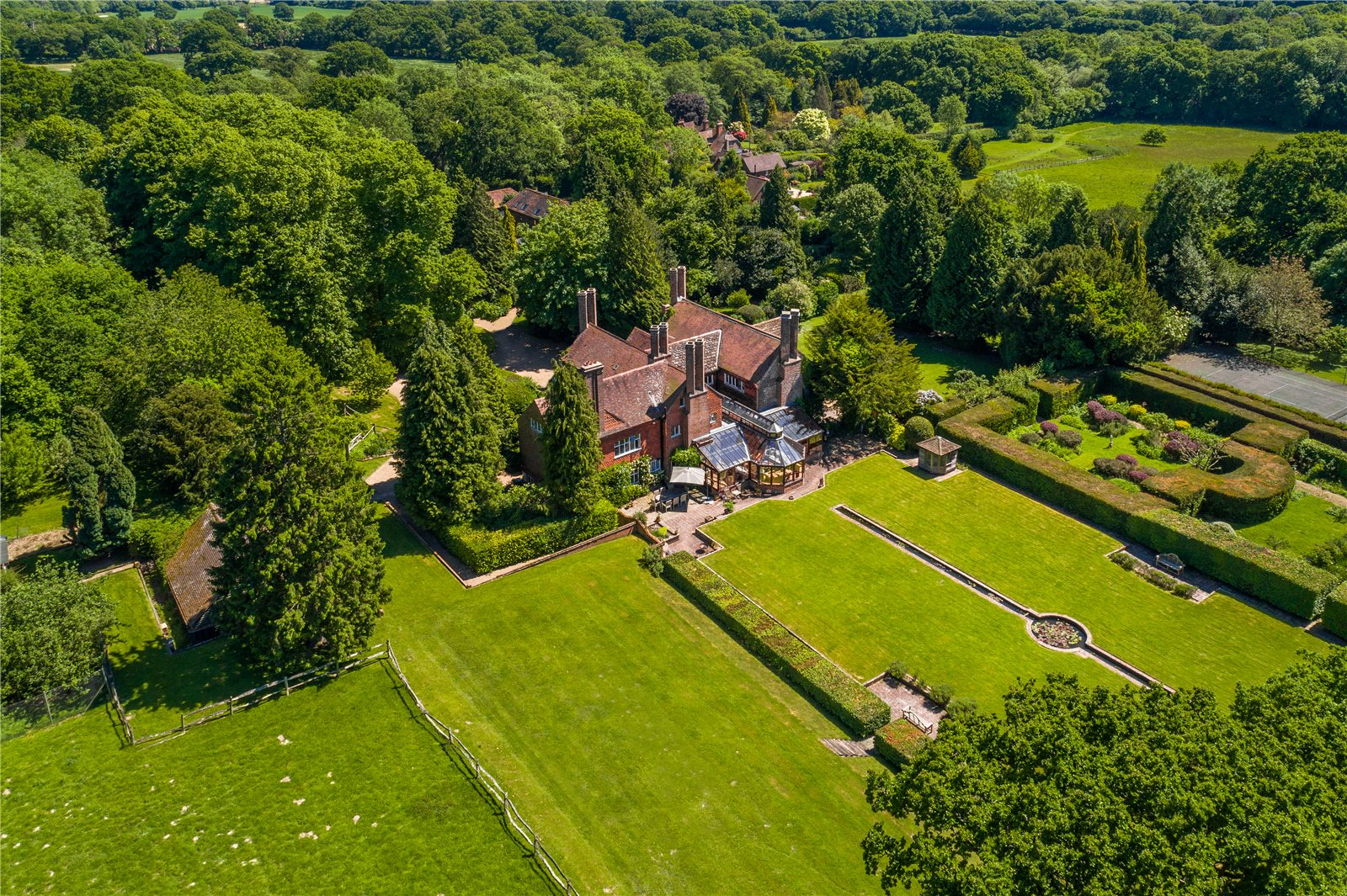 Villa per Vendita alle ore Cuckfield Road, Ansty, Haywards Heath, West Sussex, RH17 Haywards Heath, Inghilterra