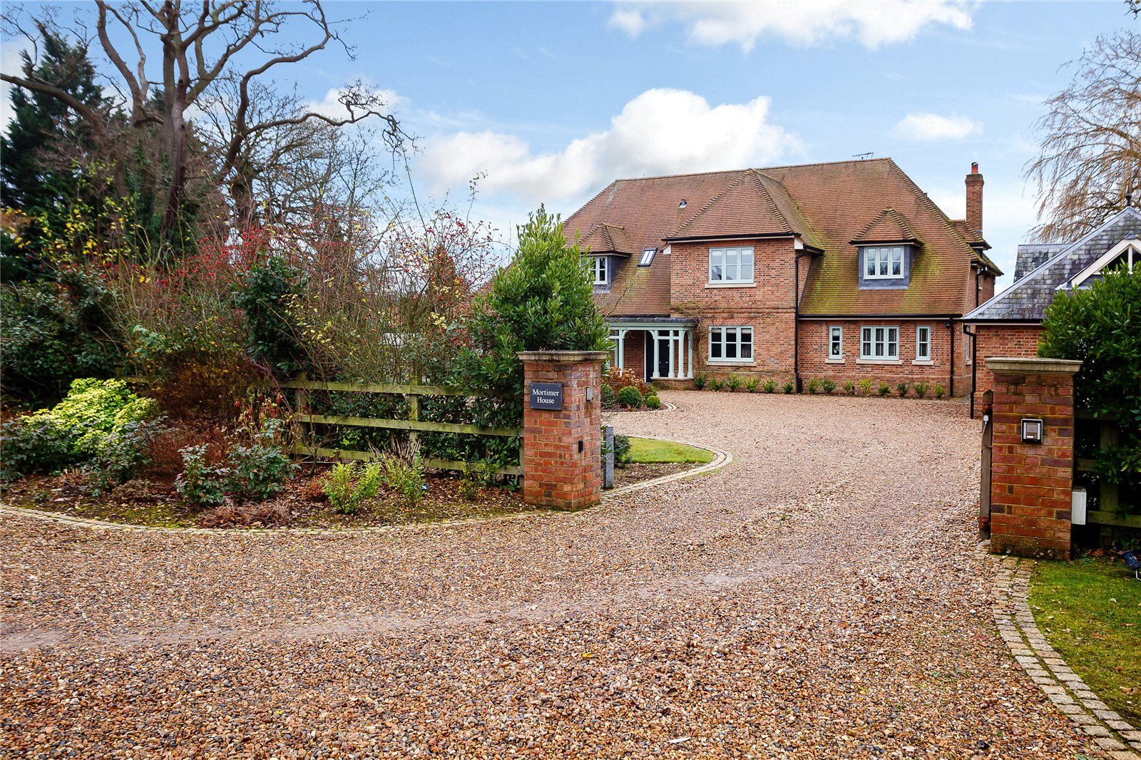 Single Family Home for Sale at Pottersheath Road, Welwyn, Hertfordshire, AL6 Welwyn, England