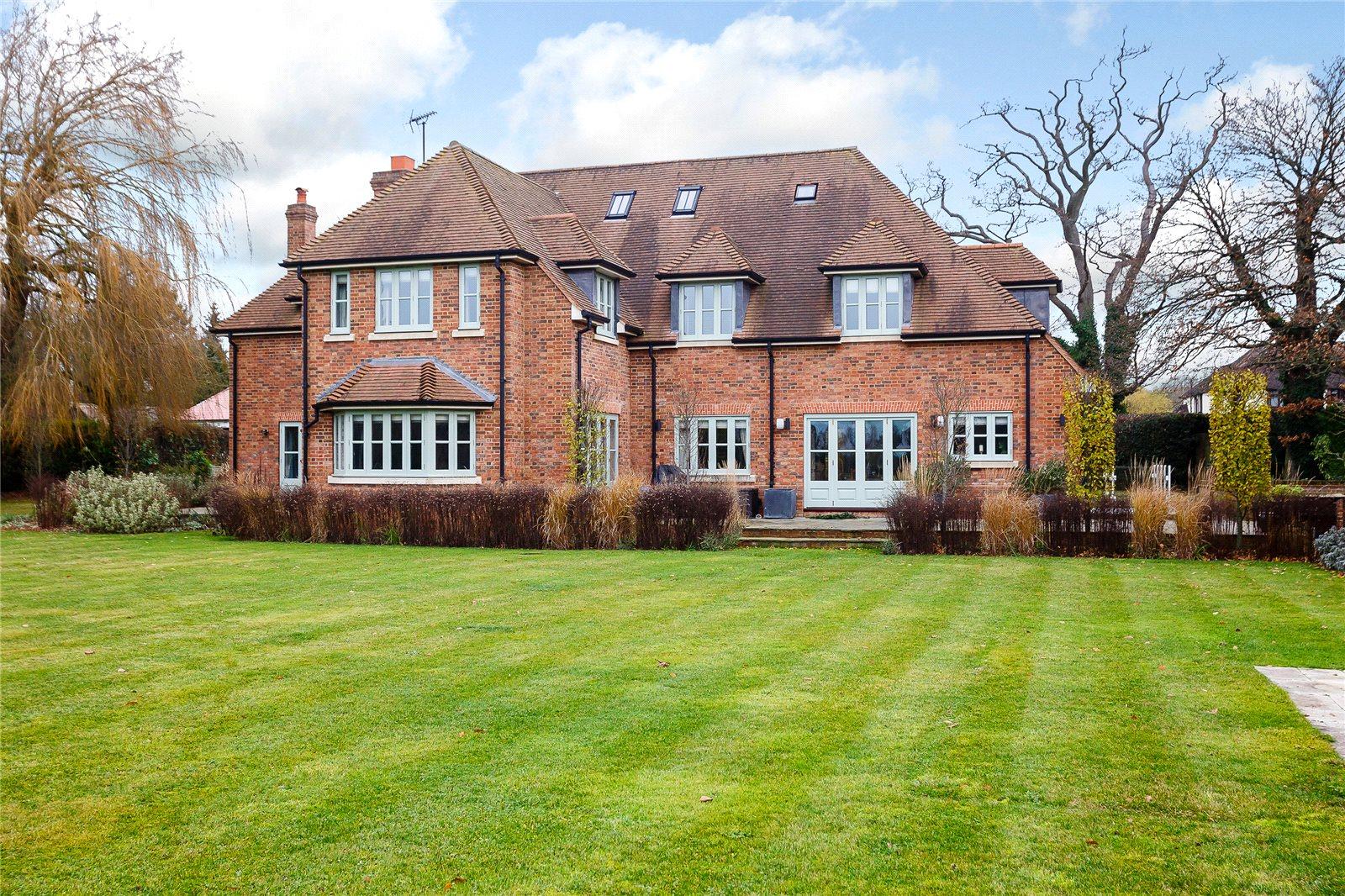 Single Family Home for Sale at Pottersheath Road, Welwyn, Hertfordshire, AL6 Welwyn, England